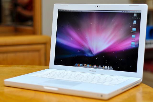 13 apple macbook laptop 24ghz 1tb ssd hybrd 4gb dvd wifi cam bt 2010 notebook