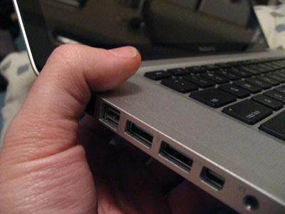 Алюминиевые MacBook Pro подвержены деформации